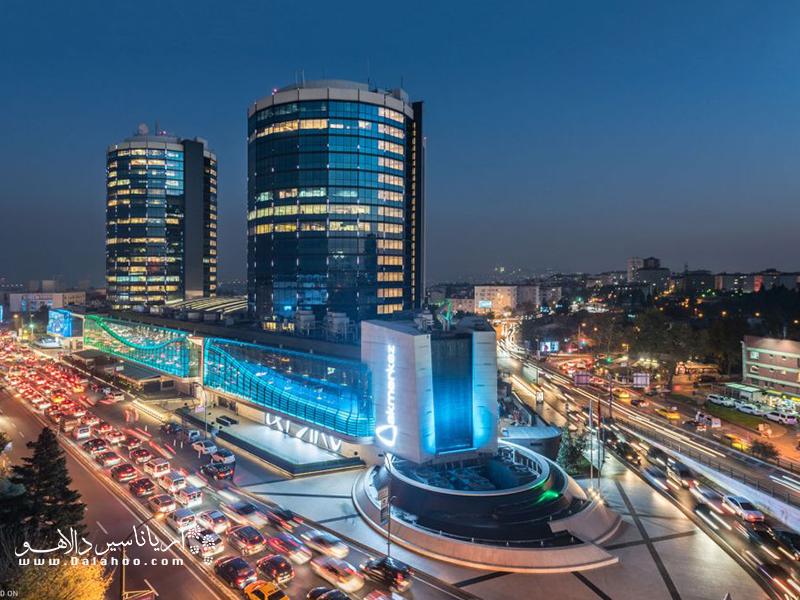 رکز خرید آکمرکز یکی از مراکز پر طرفدار در استانبول است.