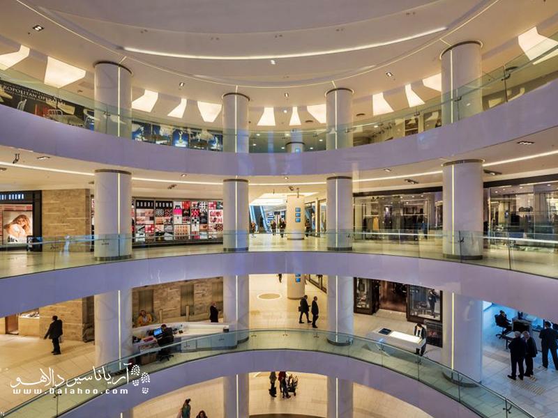 فضای داخلی مرکز خرید آکمرکز.