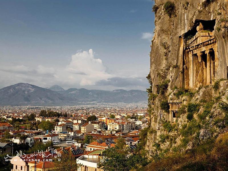 بقایای برجی از قلعه کروسادر.