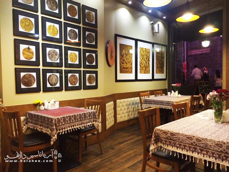 رستوران ریحوندر وبسایت تریپادوایزر، به عنوان برترین رستورانهای ایرانی شناخته شده است.