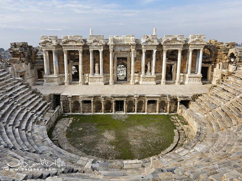 آمفی تئاتر رومی در هیراپولیس.