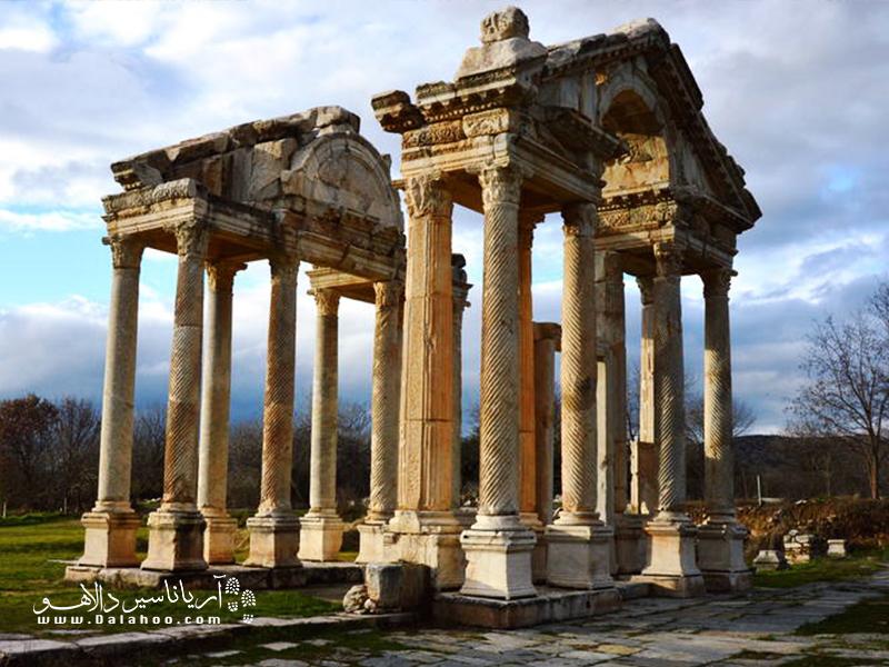 سایت تاریخی آفرودیزیوز، یکی از زیباترین شهرهای رومی است که از دوران برنزین و تقریبا 2800 سال پیش از میلاد مسیح باقی مانده.