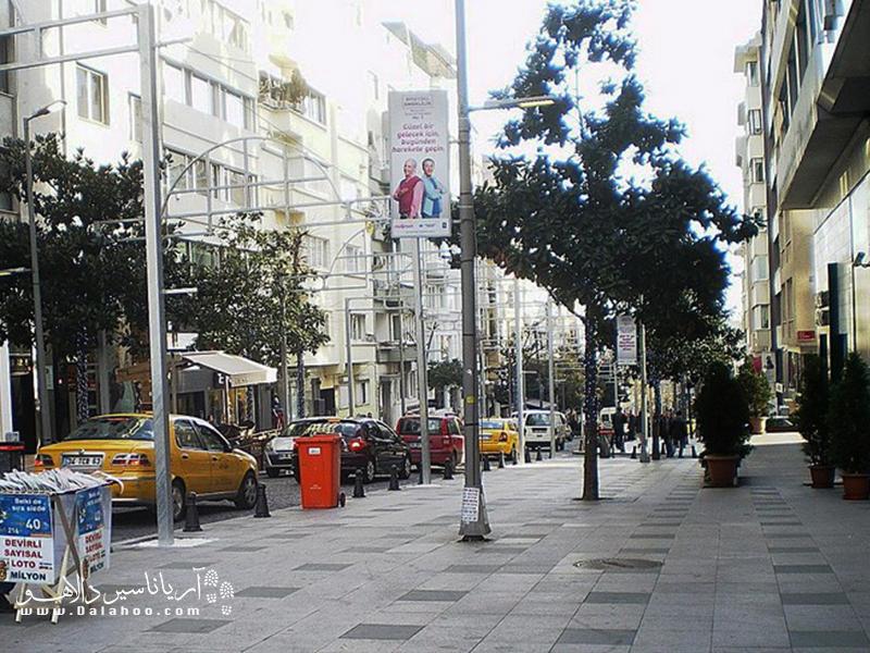 در عبدی ایپکسی کادسی، مردم ثروتمند، کافهها و مغازههای لوکس استانبول را میتوانید بینید.