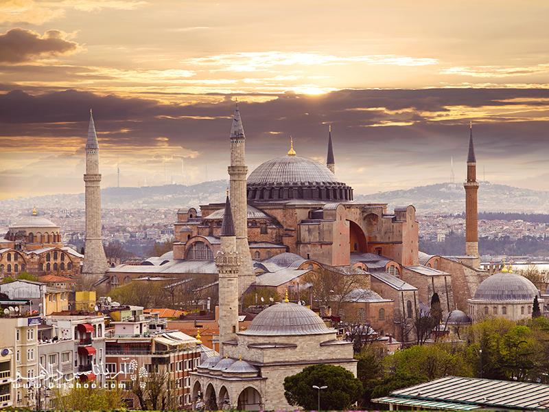قیمتهای ارزان و شرایط جوی مناسب از ویژگیهای پاییزهای استانبول است.
