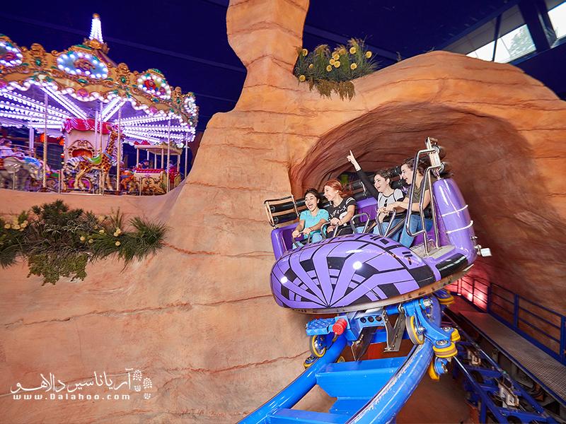 فضای شهربازی موی پارک حدود 12 هزار متر مربع است و کودکان چهار سال به بالا انواع مختلفی از بازیها را میتوانند در آن تجربه کنند.
