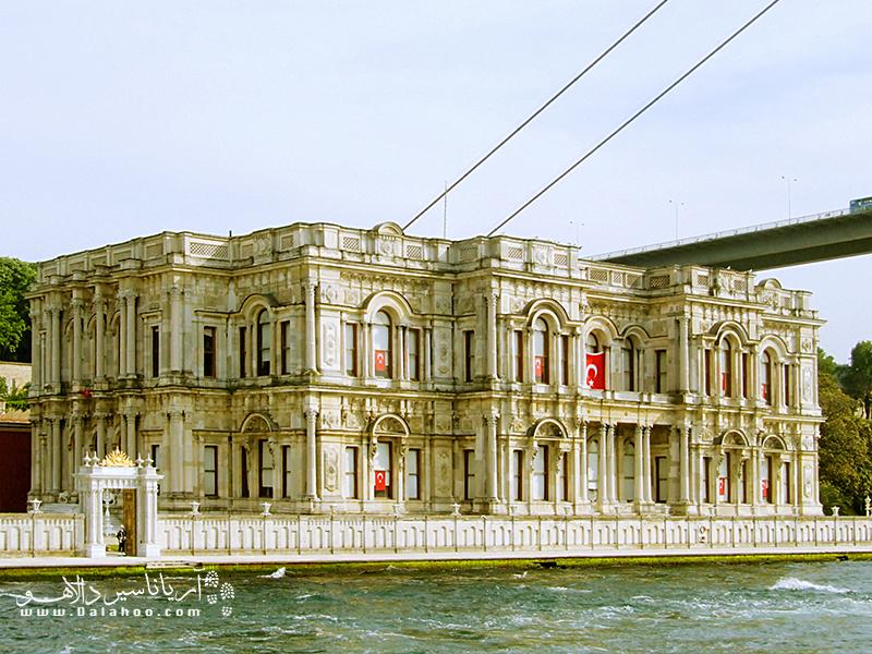 کاخ بیلربئی در گذشتههای دور به عنوان اقامتگاه تابستانی پادشاهان عثمانی به کار میرفته.