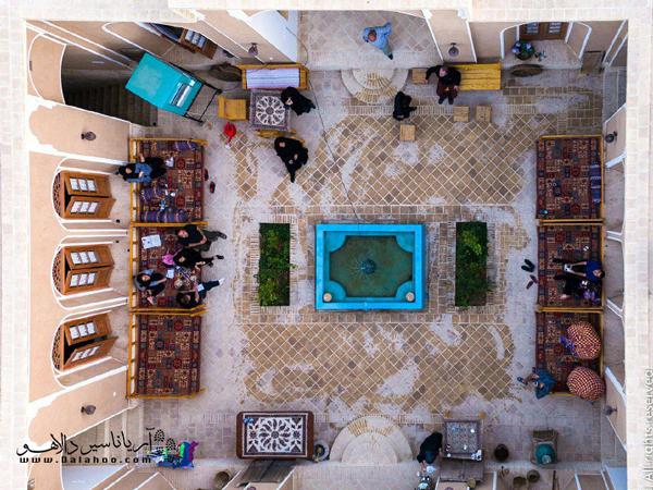 خانه سنتی ماه بیبی در اردکان یزد قرار دارد.