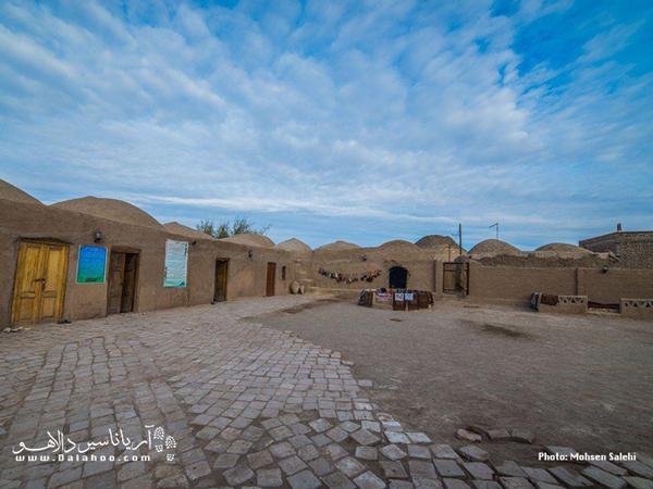 اقامتگاه کلوت کویر در روستای رضا آباد شهرستان شاهرود قرار دارد.