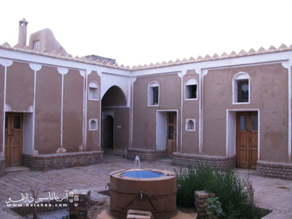 اقامتگاه بارانداز طباطبایی در روستای فرحزاد، در استان اصفهان، قرار دارد.