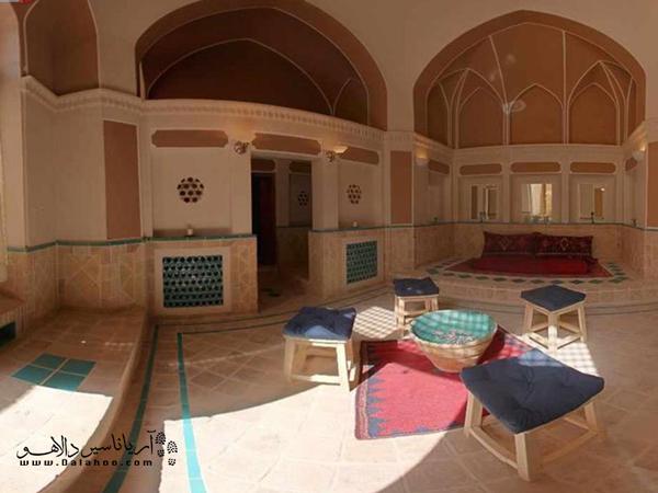 خانه ایرانی با قدمتی بیش از 250 سال در محله کوشک صفی که یکی از قدیمیترین محلات شهر کاشان است، قرار دارد.
