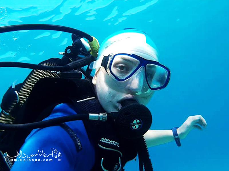 آبهای شفاف مرسین و آثار کشتی غرق شده در جزیره دانا از دلایل شهرت این مکان برای غواصی است