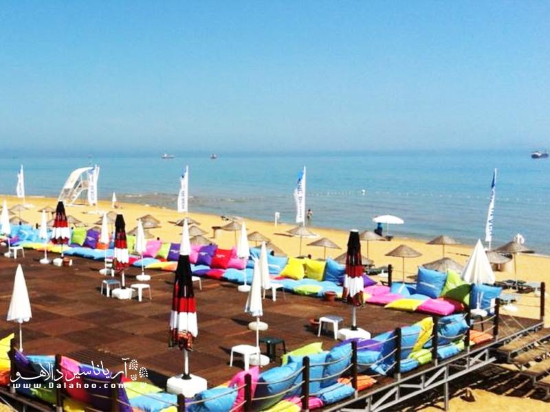 یکی از سواحل نزدیک به استانبول که تنها 15 کیلومتر با این شهر فاصله دارد، ساحل طلایی است.