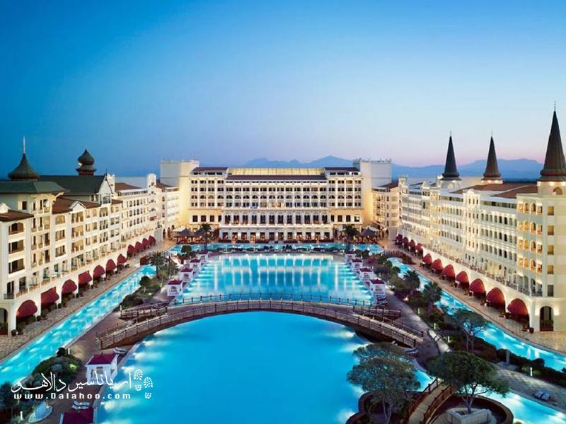 هتلها بر اساس امکاناتشان در پنج سطح طبقه بندی میشوند.