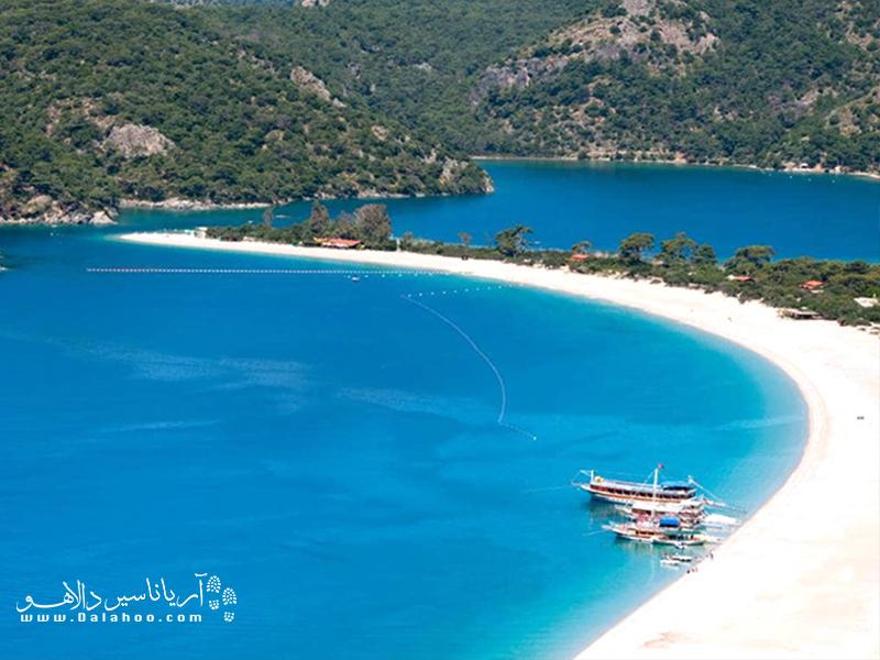 ساحل ترو بلو یکی از محبوب تریت سواحل استانبول است که همیشه شلوغ است.