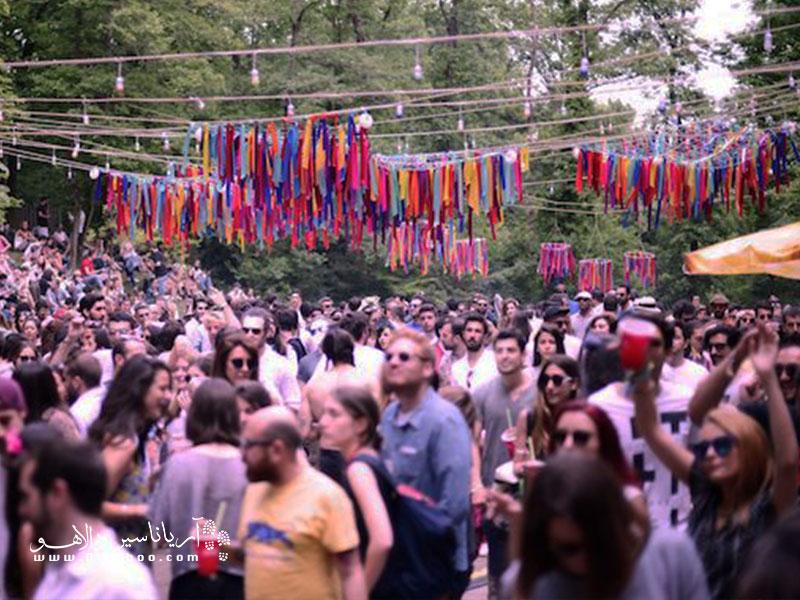 فستیوال چیل آوت استانبول یکی از شادترین فستیوالهای ترکیه است.