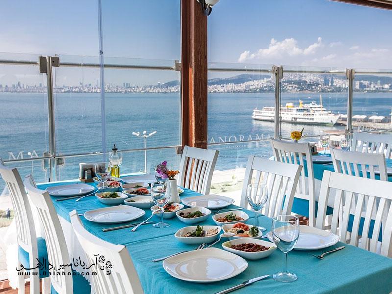 پالیا رستورانی زیبا در ساحل جزیره بیوک آداست.