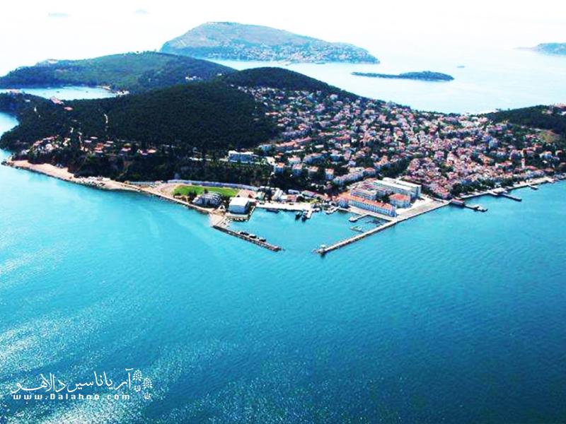 جزیره بیوک آدا نگین انگشتری دریای مرمره در استانبول است.
