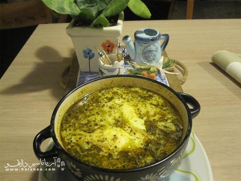 کله جوش غذای معروف اصفهان، سرشار از پروتئین و کلسیم است.