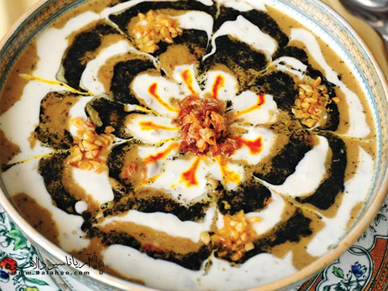 مواد اصلی آش بادمجان را عدس و بلغور تشکیل میدهد.