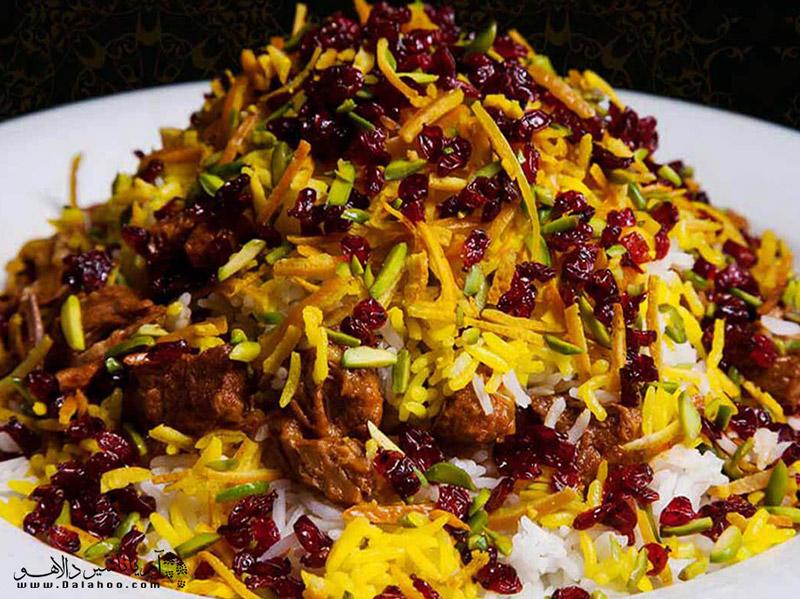 مشهورترین غذای محلی قزوین قیمه نثار است.