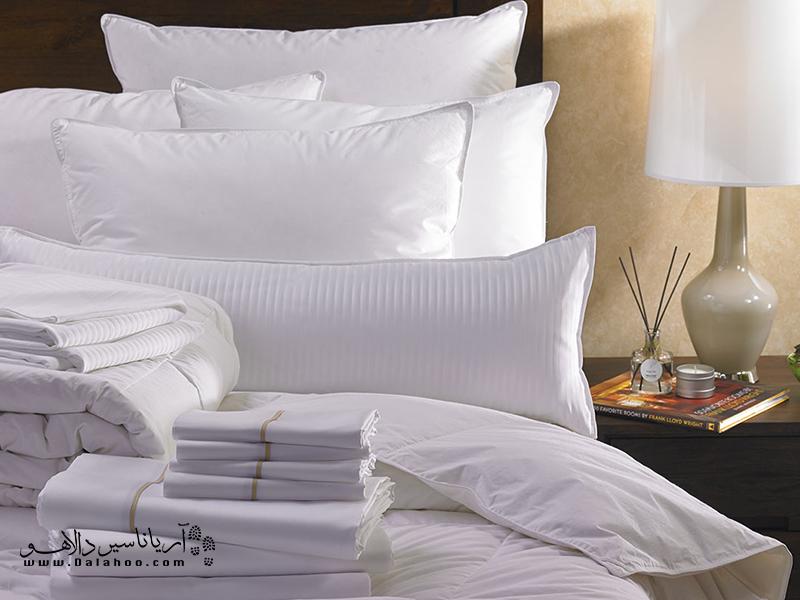 هتلهای لوکس اغلب از ملحفههای سفید استفاده میکنند تا نشان دهند ملحفهها تمیزند و هیچ لکی ندارند.