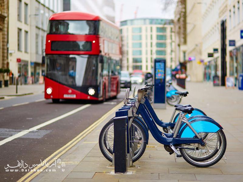 حمل و نقل سازگار با محیط زیست که گاهی به آن «حمل و نقل سبز» گفته میشود، هر شکل حمل و نقلی است که در آن از منابع طبیعی استفاده نمیشود و یا به مصرف منابع طبیعی متکی نیست.