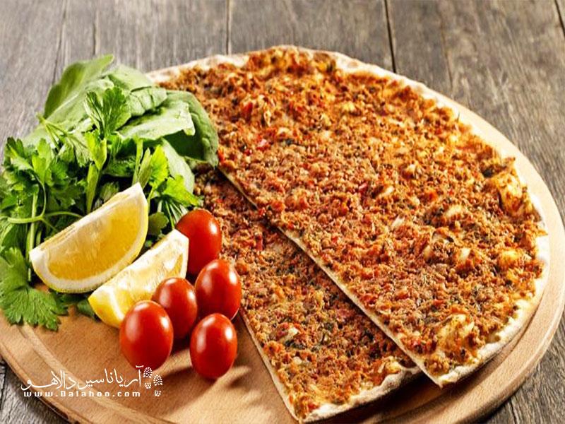 لاهمجون یکی از غذاهای پرطرفدار ترکی است. لاهمجون یکی از غذاهای پرطرفدار ترکی است.