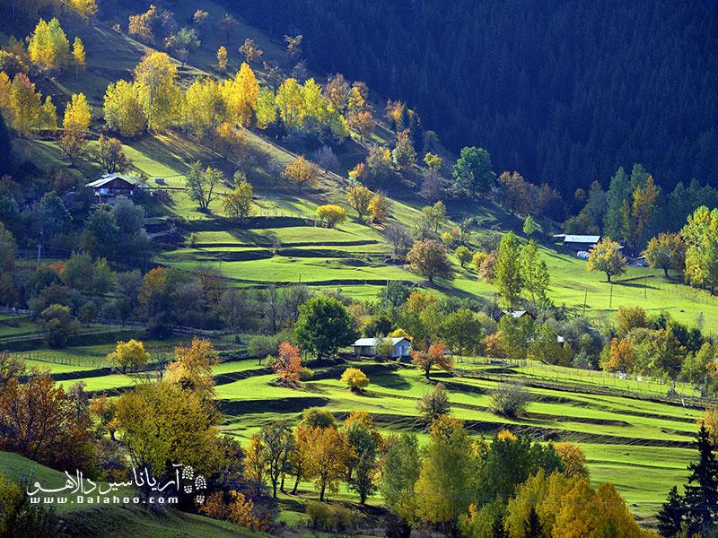 آرتوین، در نزدیکی دریای سیاه، طبیعت اروپایی دارد و به سوئیس ترکیه مشهور است.