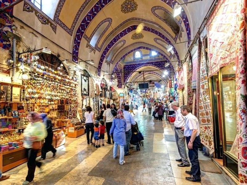 بازار استانبول یکی از قدیمیترین و تاریخیترین بازارهای دنیا است.