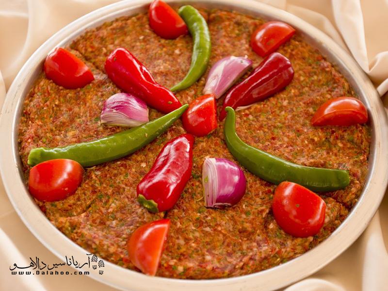 کباب تپسی یعنی کبابی که در سینی پخت میشود.