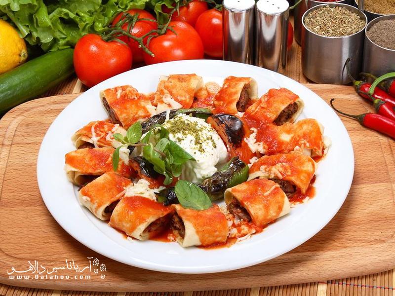 کباب بیتی گوشت چرخکردهای است که با ادویههایی مثل فلفل سیاه و نمک مخلوط شده و داخل خمیر یوفکا قرار میگیرد.