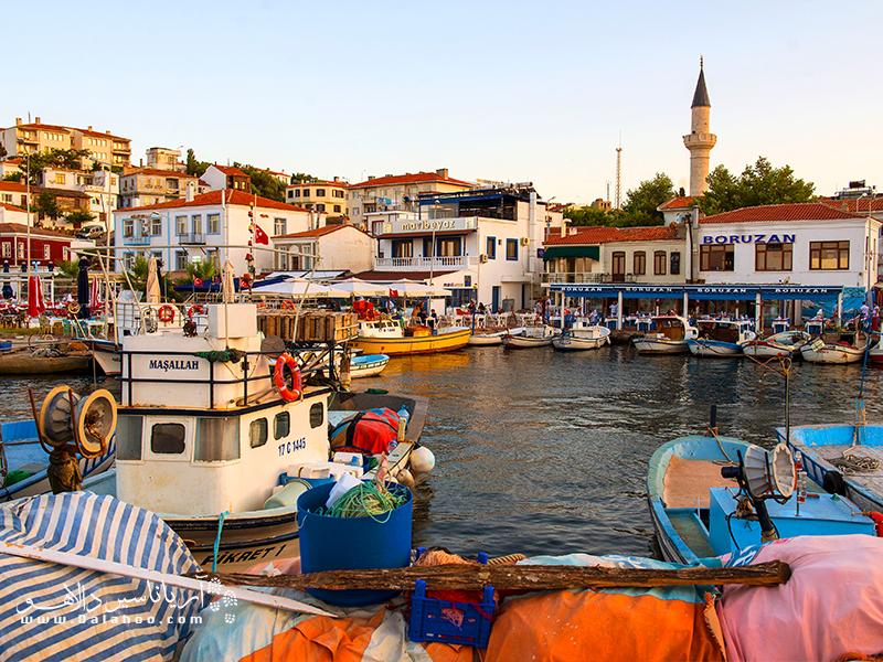 بزجاآدا نام جزیرهای بکر و دیدنی در دریای اژه است.