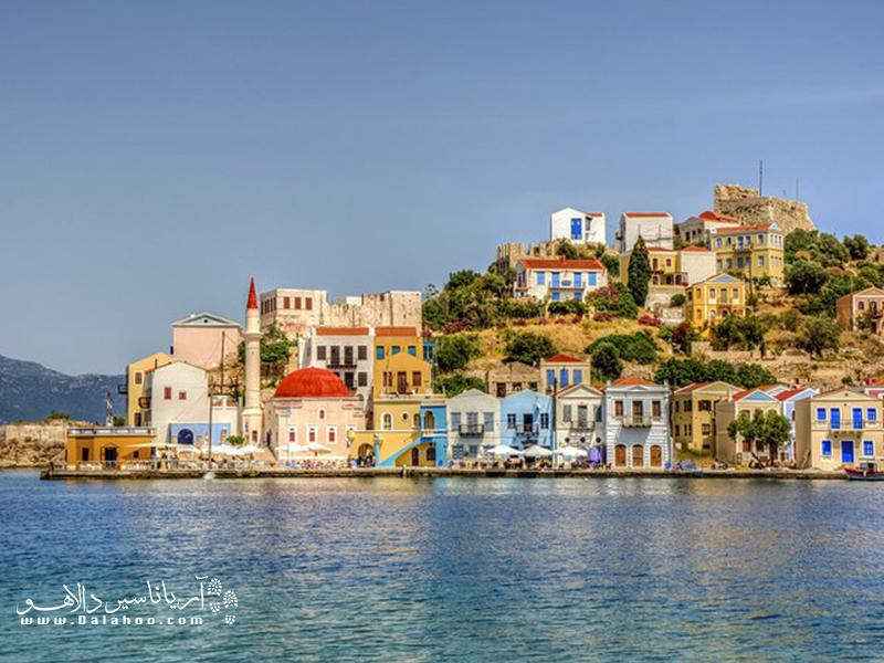 کاش در ساحل دریای مدیترانه واقع شده و بسیار تماشایی است.