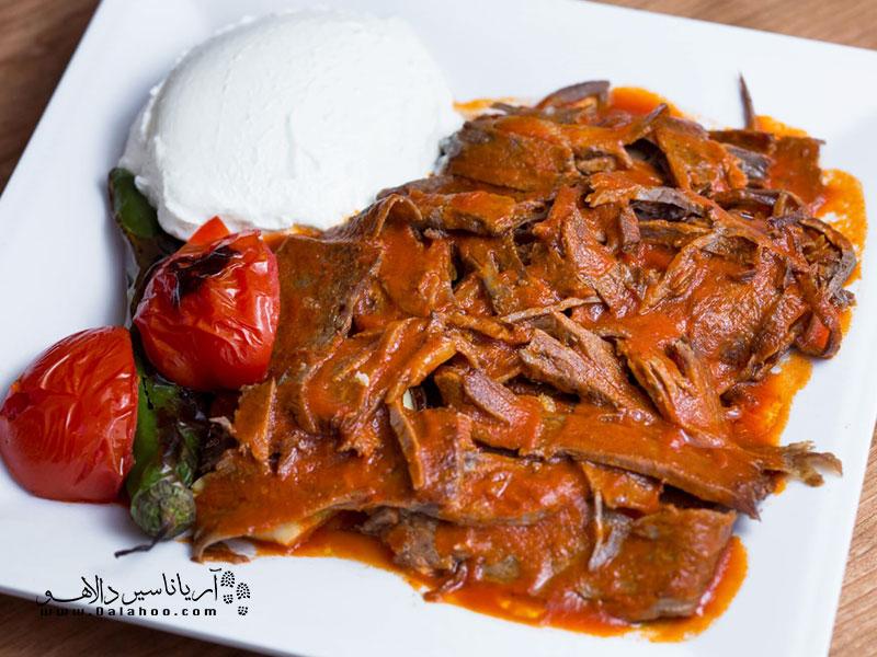 اسکندر کباب، یکی از خوشمزهترین کبابهای ترکیه است.