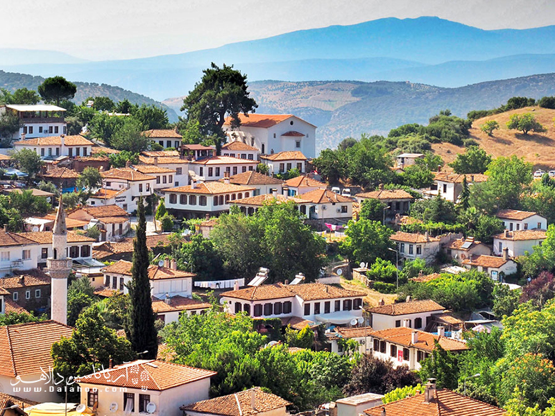 ازمیر شهری است که هنوز در برخی مناطق بافت قدیم خود را حفظ کرده است.
