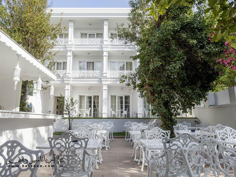 آیا دوست دارید در سفر به جزیره بیوک آدا در هتلی با معماری یونانی اقامت داشته باشید؟