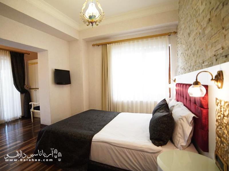 اتاقهای این هتل با نور خوب و دارای تراس هستند.