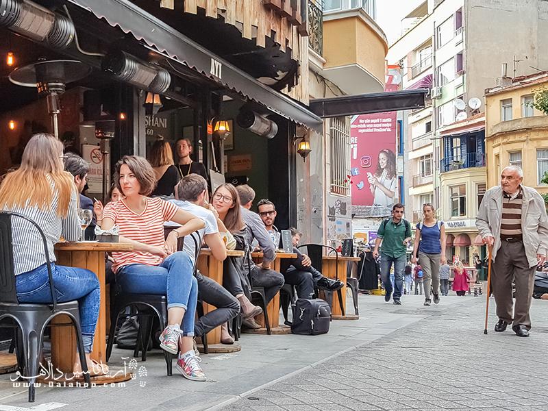 آشنایی با اصطلاحات رایج ترکی کمکتان خواهد کرد که صمیمیتر ارتباط بگیرید.