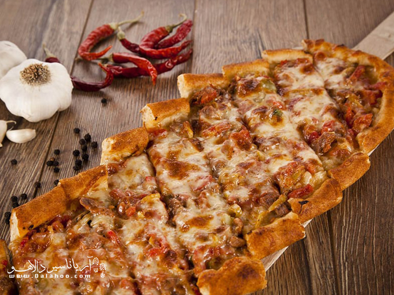 پیده نوعی پیتزای ترکی است.