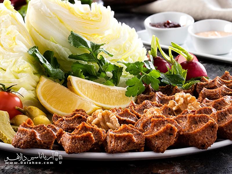چی کوفته از گوشت خام طعم گرفته شده تهیه میشود.