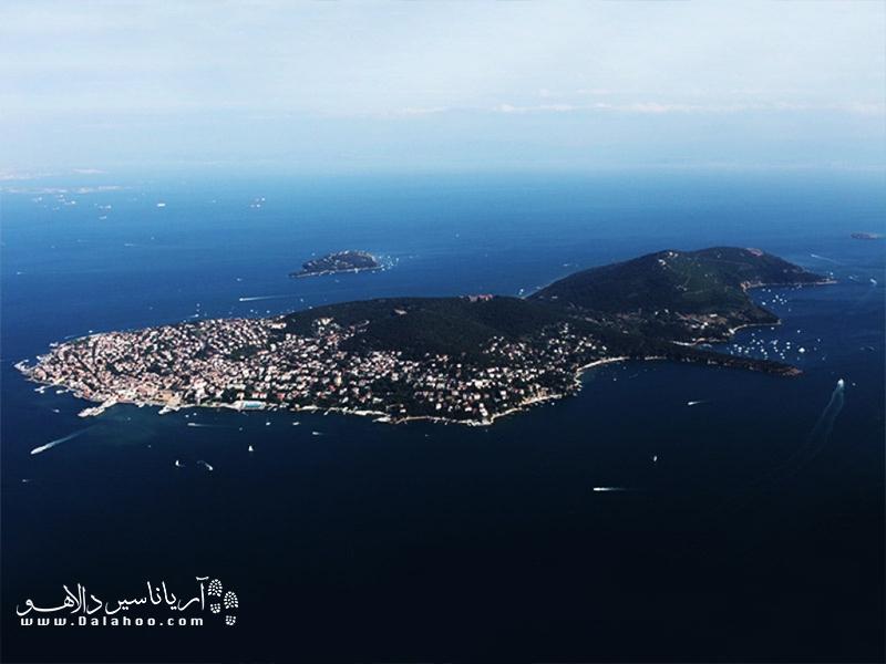 جزیره بیوک آدا بزرگترین جزیره از جزایر پرنس است.