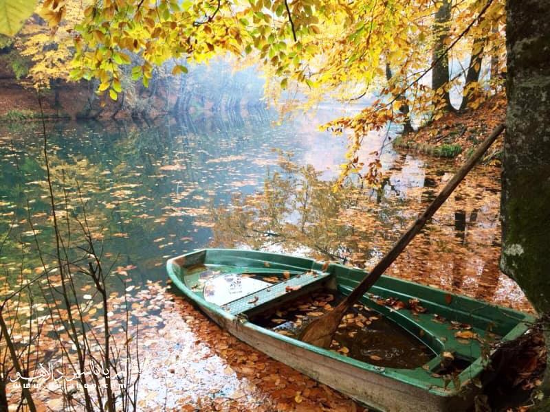 دلیل نامگذاری این پارک وجود هفت چشمه و دریاچه در آن است.