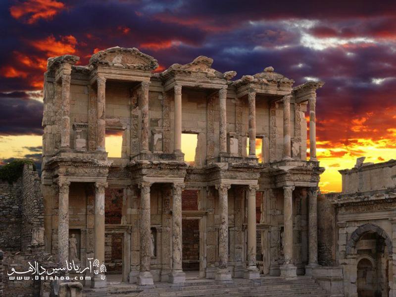 شهر باستانی افسوس جایی است که میتوانید دنیای یونانی- رومی ترکیه را در آن تماشا کنید.