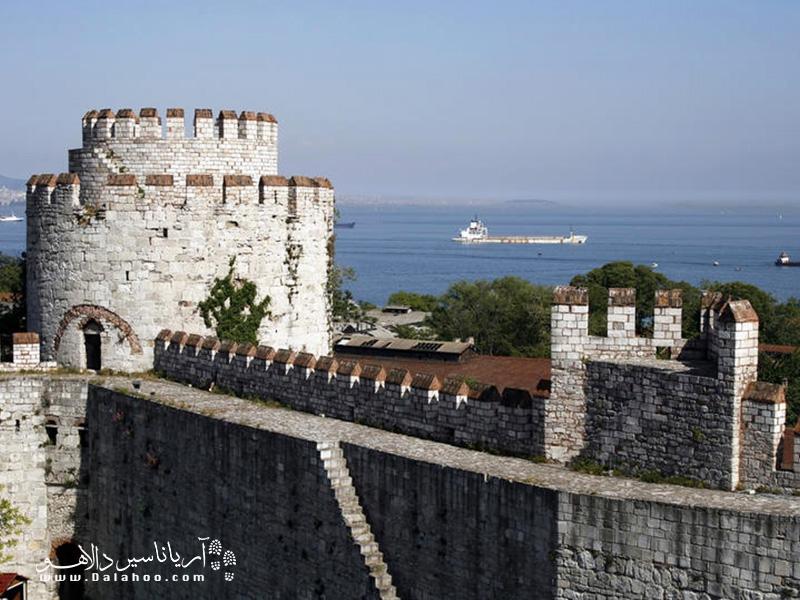 قدم زدن در امتداد دیوارهای قدیمی استانبول تجربه عادی و معمولی نخواهد بود.