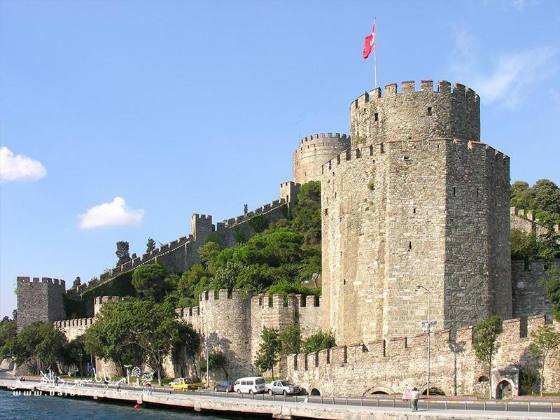 روملی حصار در محله سارییِر استانبول، کنار تنگه بُسفر و در منطقهای به همین نام یعنی روملی قرار گرفته است.