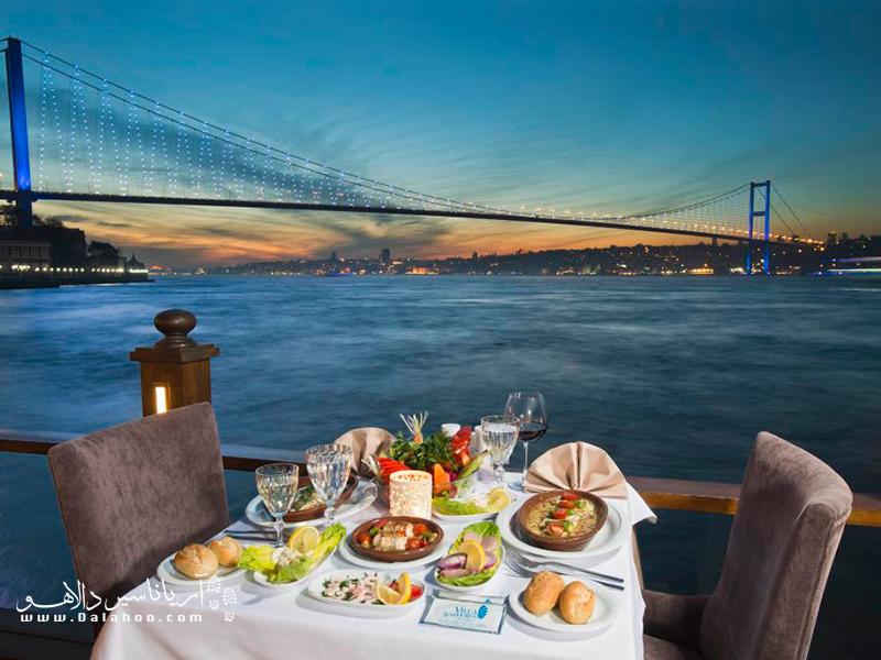 غروب تماشایی رستوران ویلا یکی از خاطرات خوب سفرتان به استانبول خواهد شد.