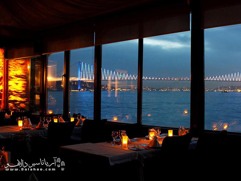 در سفر به استانبول، به رستوران ایتالیایی دِل ماره بروید و از صرف غذا در کنار چشم انداز رویایی بسفر لذت ببرید.
