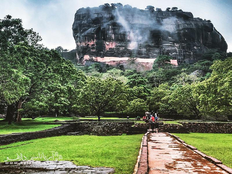 در گذشته سیگیریا محل فرمانروایی «کاسیاپا» در قرن پنجم میلادی بوده و اکنون یکی از جاذبههای دیدنی تور سریلانکا است.