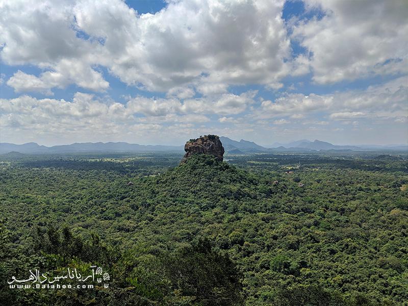 در قرن پنجم میلادی پادشاه کاسیاپا برای حفظ قدرتش صخره شیر را به عنوان مقر پادشاهی خود انتخاب کرد.