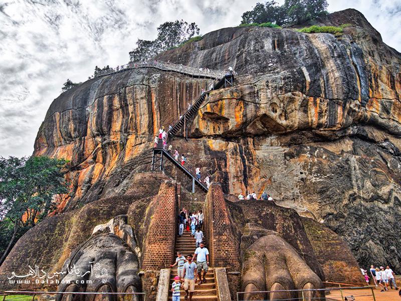 مسیر بالا رفتن از صخره سیگیریا در سریلانکا.